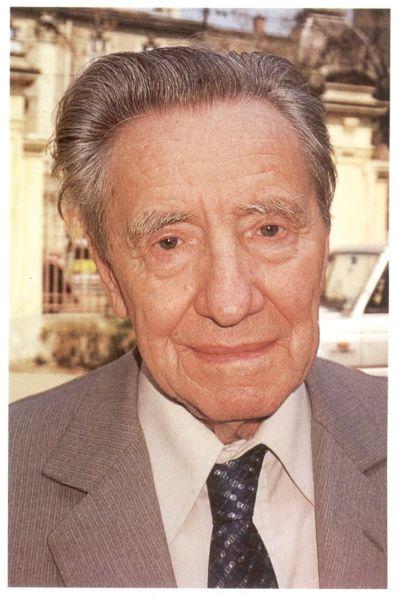 Gabriel Țepelea (n. 6 februarie 1916, Borod, Bihor - d. 12 aprilie 2012, București) a fost un om de cultură și politician român, membru PNȚCD, membru de onoare al Academiei Române - foto preluat de pe inliniedreapta.net/