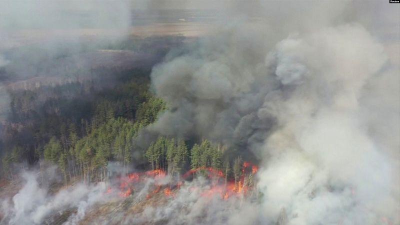 Incendiile din pădurea din zona de excluziune de lângă Cernobîl (13 aprilie 2020) - foto preluat de pe romania.europalibera.org
