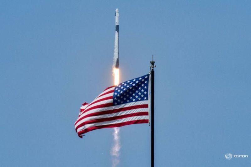 Capsula Crew Dragon Demo-2, care transportă astronauții NASA Douglas Hurley și Robert Behnken, este lansată cu succes la Stația Spațială Internațională de la Centrul Spațial Kennedy al NASA din Cape Canaveral , Florida, Statele Unite ale Americii, 30 mai 2020 - foto: (c) Steve Nesius/ REUTERS