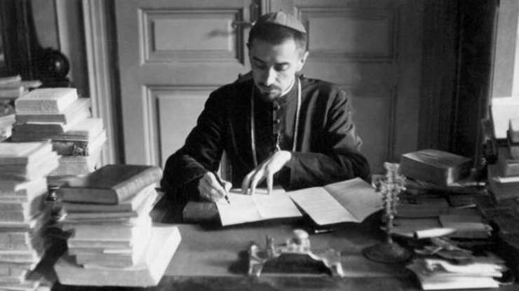 Ioan Suciu (n. 4 decembrie 1907, Blaj, Austro-Ungaria – d. 27 iunie 1953, Închisoarea Sighet, România) a fost un episcop român unit, arestat de autoritățile comuniste în anul 1948 și decedat în închisoare. A fost beatificat de papa Francisc în anul 2019. Este sărbătorit în Biserica Catolică în data 2 iunie - foto preluat de pe www.rfi.ro