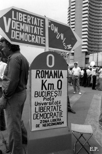 Piaţa Universităţii 1990 - foto Emanuel Pârvu, preluat de pe fotografiromani.ro
