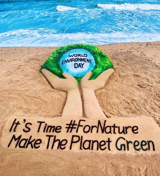 #WorldEnvironmentDay 2020. Together we must act #ForNature . My SandArt at Puri beach in Odisha with message, it's time for nature. Make the planet #Green  - foto preluat de pe www.facebook.com/sudarsan.sandart