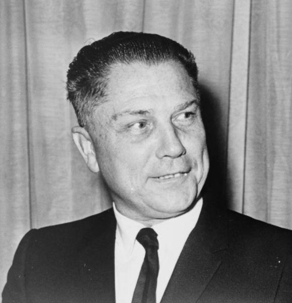 "James Riddle ""Jimmy"" Hoffa (n. 14 februarie 1913 - dispărut pe 30 iulie 1975, declarat oficial decedat în 1982) a fost un sindicalist american - (Hoffa in 1965) - foto preluat de pe en.wikipedia.org"