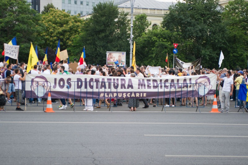 Protest in Piata Victoriei in timpul starii de alerta (12 iulie 2020) - foto preluat de pe Epoch Times România