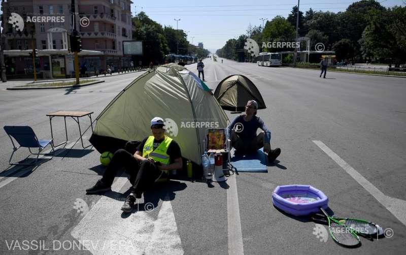 Bulgaria: Manifestanţii împotriva premierului Borisov instalează corturi de campanie la Sofia şi blochează traficul (30 iulie 2020) - foto preluat de pe www.agerpres.ro