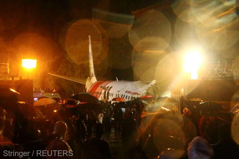 Un avion al Air India s-a rupt în două la aterizare; cel puţin 14 morţi şi 15 răniţi grav (7 iulie 2020) -  foto preluat de pe www.agerpres.ro