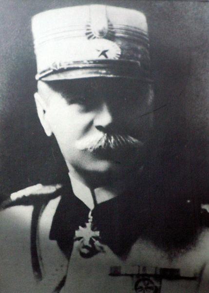 Gheorghe D. Mărdărescu (n. 4 august 1866, Iaşi - d. 5 septembrie 1938 Bad Nauheim, Germania) a fost un general al armatei române, decorat de Regele Ferdinand şi Regina Maria cu Ordinul militar Mihai Viteazul clasa a III-a pentru acţiunea contra regimului bolşevic al lui Béla Kun. A fost Ministru de Război între anii 1922-1926 - foto preluat de pe ro.wikipedia.org