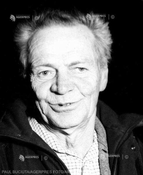 Marcel Chirnoagă (n. 17 august 1930, Bușteni, România – d. 23 aprilie 2008) a fost un artist plastic român complet, absolvent al Facultății de matematică și fizică din București, 1952, urmând simultan și studii liberale de artă, membru al Uniunii Artiștilor Plastici din România din 1953 - foto preluat de pe www.agerpres.ro
