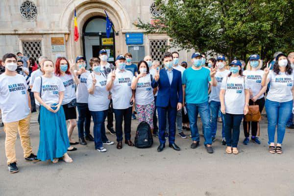 Nicușor Dan: Mi-am depus astăzi candidatura la Primăria Capitalei, un prim pas pe care l-am făcut, împreună, pentru Noul București și pentru schimbarea de care avem nevoie (16 august 2020) - foto preluat de pe www.facebook.com/NicusorDan.ro