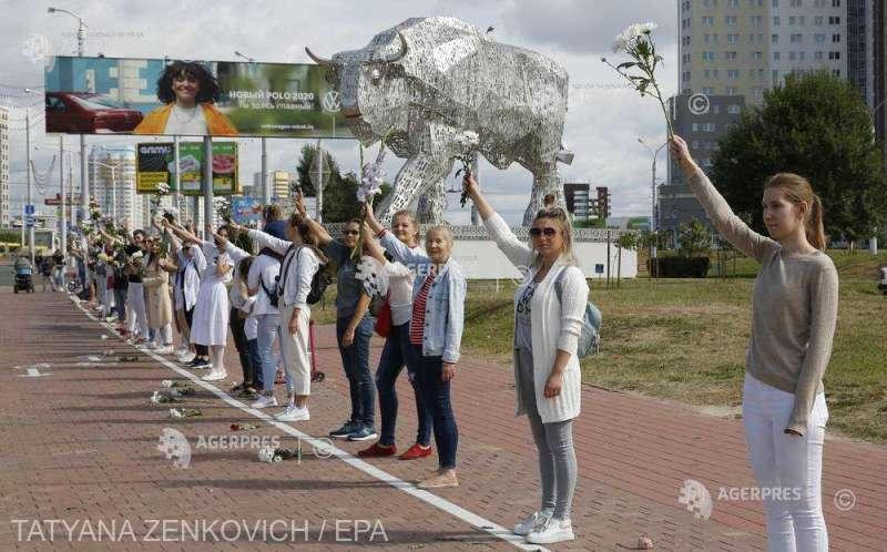 Belarus: Tot mai multe lanţuri umane se formează la Minsk împotriva reprimării protestelor (13 august 2020) - foto preluat de pe www.agerpres.ro