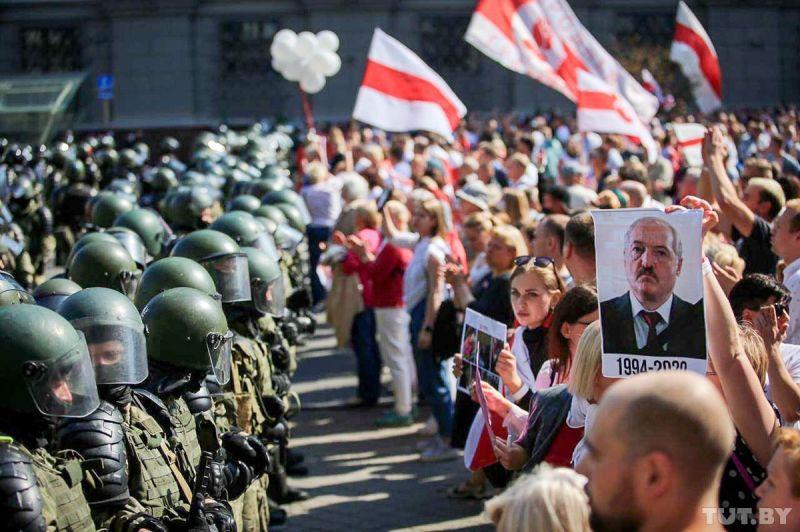 Minsk. A douăzecișidoua zi de protest. (30 august) -Foto: Дарья Бурякина, TUT.BY, preluat de pe www.facebook.com/casa.jurnalistului