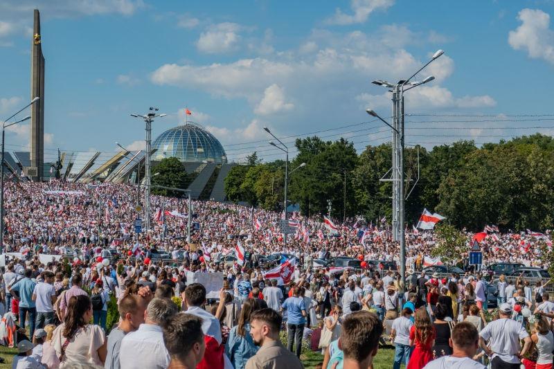 Miting în Minsk pe 16 august 2020 - foto preluat de pe ro.wikipedia.org
