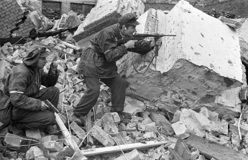 Revolta din Varșovia (1 august - 2 octombrie 1944) - foto preluat de pe ro.wikipedia.org