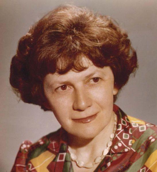 Carmen Petra Basacopol (n. 5 septembrie 1926, Sibiu) este o compozitoare și profesoară de muzică română - foto preluat de pe docplayer.fr