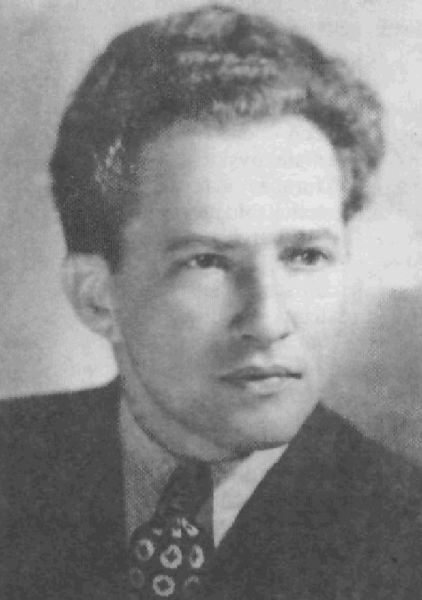 """Eugen Frunză (n. 3 septembrie 1917, Mährisch Schönberg, Austria (azi Cehia) — d. 31 mai 2002) a fost un poet român, reprezentant al realismului socialist în literatură. Versurile imnului național al Republicii Populare Române între 1953 și 1977, """"Te slăvim, Românie!"""", au fost scrise de Eugen Frunză și Dan Deșliu - foto preluat de pe www.referatele.com"""
