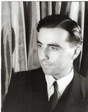 Julien Green (n. Julian Hartridge Green, n. 6 septembrie 1900, Paris, Franța – d. 13 august 1998, Paris, Franța) a fost un scriitor american din Franța (Julien Green in 1933) - foto preluat de pe ro.wikipedia.org