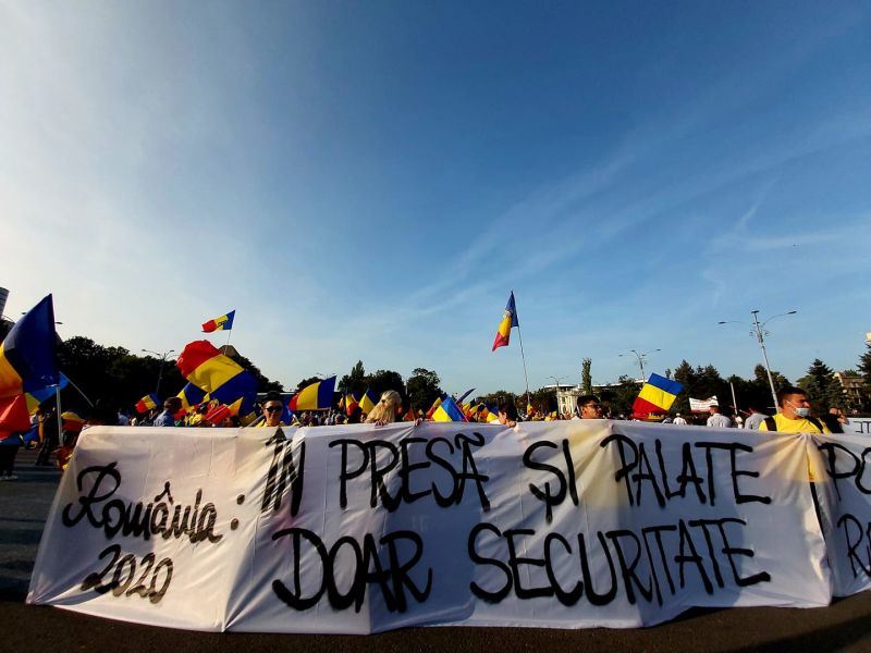 Protest al Alianţei pentru Unirea Românilor în Piaţa Victoriei (19 septembrie 2020) - foto preluat de pe https://www.facebook.com/partidulAUR/