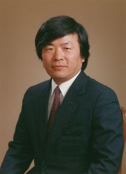 Susumu Tonegawa (n. 6 septembrie 1939, Nagoya, Japonia) este un om de știință japonez, laureat al Premiul Nobel pentru Fiziologie sau Medicină pe anul 1987 - foto preluat de pe ro.wikipedia.org