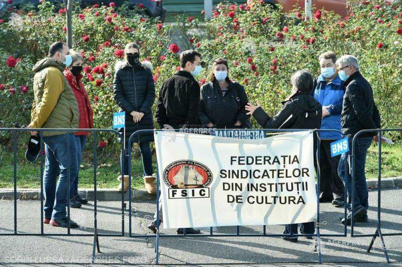 Sindicaliştii din cultură au organizat un miting la Bucureşti faţă de situaţia de la Opera Iaşi; ei cer demiterea managerului (21 octombrie 2020) - foto preluat de pe www.agerpres.ro
