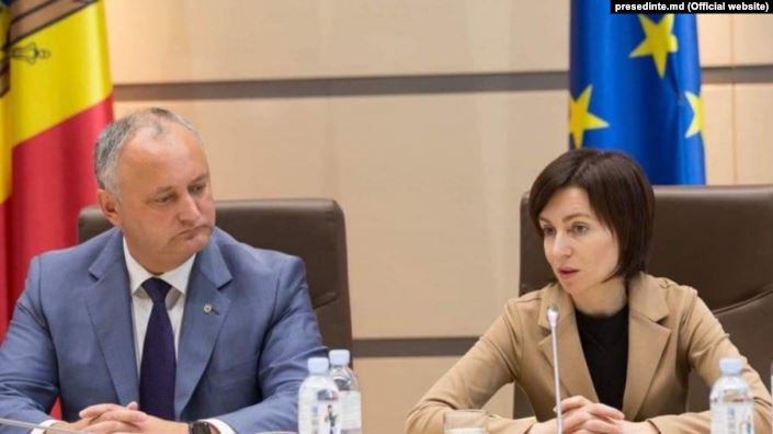 Maia Sandu (dreapta) și Igor Dodon (stânga) - foto preluat de pe romania.europalibera.org
