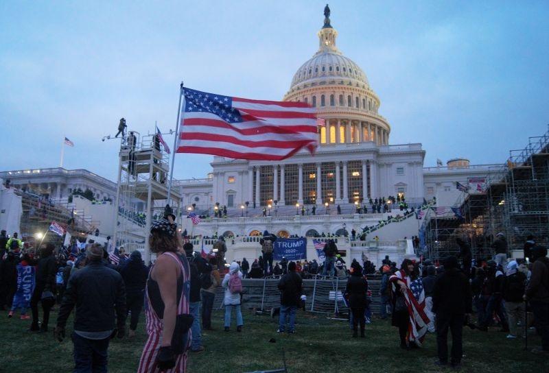 Asaltul Capitoliului Statelor Unite ale Americii 2021 (6 ianuarie 2021) - foto preluat de pe ro.wikipedia.org