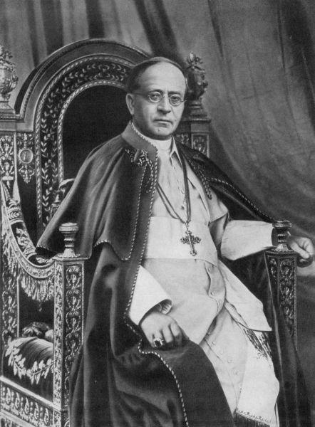 Pius al XI-lea, născut Achille Ratti, (n. 31 mai 1857, Desio, Regatul Lombardia-Veneția, Austro-Ungaria – d. 10 februarie 1939, Statul Cetății Vaticanului) a fost papă al Bisericii Catolice între anii 1922-1939 - foto (1932) preluat de pe en.wikipedia.org